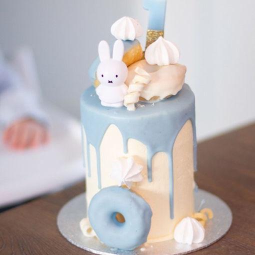 Afbeelding van Driptaart Nijntje  afgewerking donuts,  macarons, schuimpjes, krulletjes