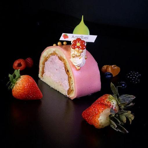 Afbeelding van Luxe Aardbeien Marsepein Gebakje